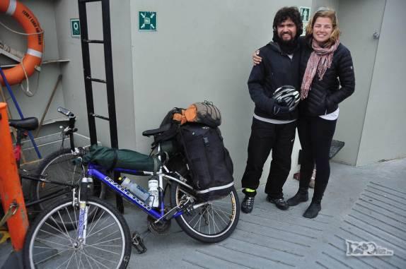 No ferry entre Punta ARenas e Terra do Fogo, no sul do Chile, reencontro com o ciclista Pedro, que havíamos conhecido na Península Valdes