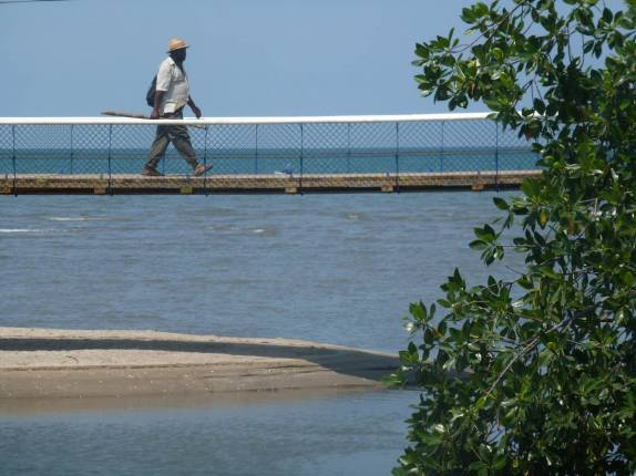 Ponte Sobre Foz De Rio Em Praia De Livingston, No Litoral Da Guatemala