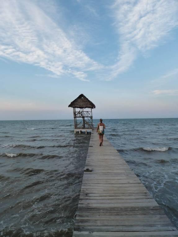 Attractive Um Convidativo Pier Em Praia De Livingston, No Litoral Da Guatemala